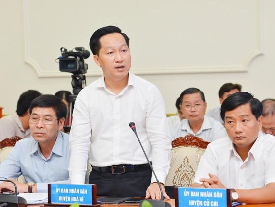 """Chủ tịch UBND TPHCM Nguyễn Thành Phong: """"Đừng để lúc về hưu, tự đi làm giấy tờ mới thấy dân khổ"""" ảnh 2"""