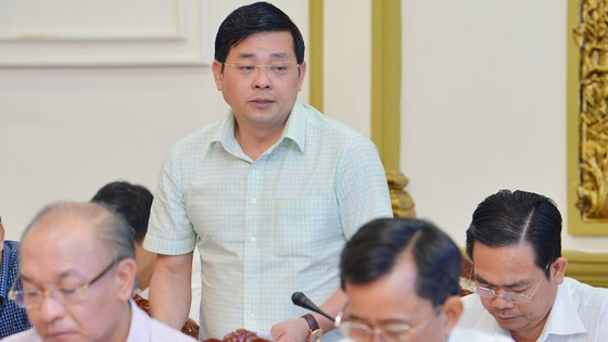 """Chủ tịch UBND TPHCM Nguyễn Thành Phong: """"Đừng để lúc về hưu, tự đi làm giấy tờ mới thấy dân khổ"""" ảnh 3"""