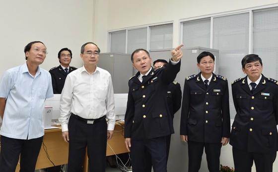 Bí thư Thành ủy TPHCM Nguyễn Thiện Nhân: Xem xét thu phí hạ tầng cảng biển tại TPHCM ảnh 2