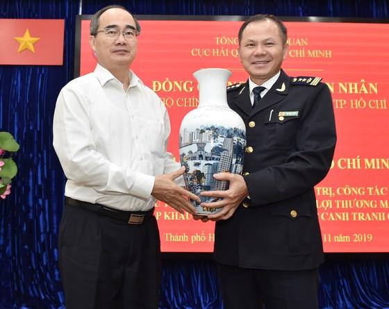 Bí thư Thành ủy TPHCM Nguyễn Thiện Nhân: Xem xét thu phí hạ tầng cảng biển tại TPHCM ảnh 3