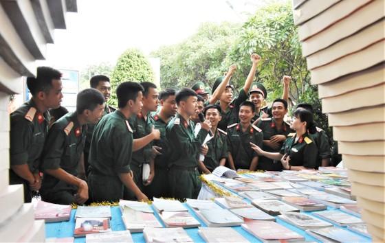 Bí thư Thành ủy TPHCM Nguyễn Thiện Nhân gặp cán bộ cao cấp quân đội nghỉ hưu ảnh 5