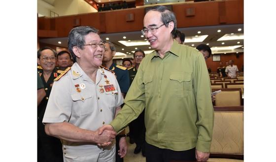 Bí thư Thành ủy TPHCM Nguyễn Thiện Nhân gặp cán bộ cao cấp quân đội nghỉ hưu ảnh 4