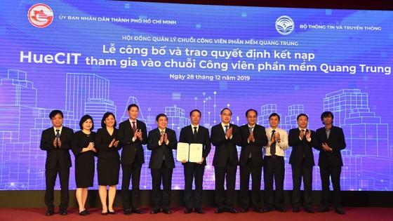 Bí thư Thành ủy TPHCM Nguyễn Thiện Nhân: Đưa công nghệ thông tin - truyền thông thành ngành chủ lực ảnh 6