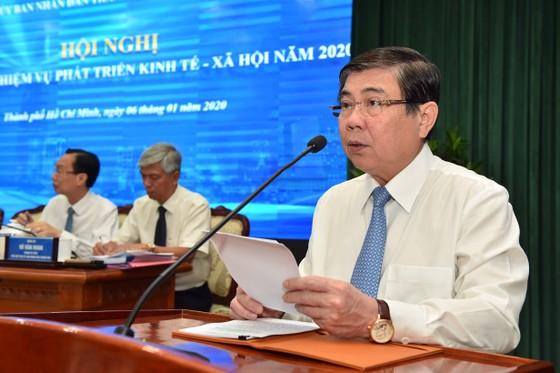 Chủ tịch UBND TPHCM Nguyễn Thành Phong: Kéo giảm ùn tắc giao thông và ô nhiễm môi trường ảnh 1