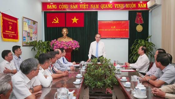 Bí thư Thành ủy TPHCM Nguyễn Thiện Nhân trao quyết định bổ nhiệm Trưởng ban Ban Nội chính Thành ủy ảnh 1