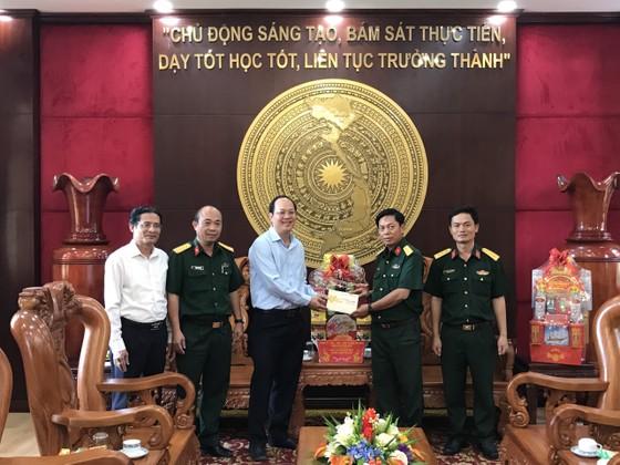 Đoàn đại biểu TPHCM thăm, chúc tết các đơn vị quân đội, gia đình có công, chính sách ảnh 2