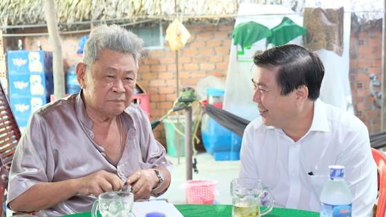 Chủ tịch UBND TPHCM Nguyễn Thành Phong thăm, chúc tết người dân Khu Công nghệ cao ảnh 1