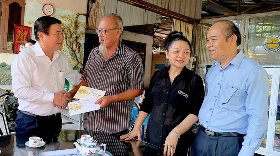 Chủ tịch UBND TPHCM Nguyễn Thành Phong thăm, chúc tết người dân Khu Công nghệ cao ảnh 3