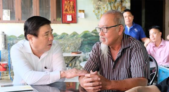 Chủ tịch UBND TPHCM Nguyễn Thành Phong thăm, chúc tết người dân Khu Công nghệ cao ảnh 2
