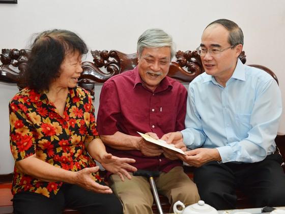 Bí thư Thành ủy TPHCM Nguyễn Thiện Nhân thăm, chúc Tết gia đình chính sách ảnh 1