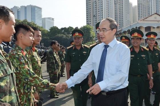 Bí thư Thành ủy TPHCM Nguyễn Thiện Nhân thăm, chúc Tết đơn vị quân đội, tòa án ảnh 1