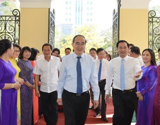 Bí thư Thành ủy TPHCM Nguyễn Thiện Nhân thăm, chúc Tết đơn vị quân đội, tòa án ảnh 2