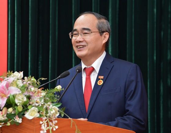 Bí thư Thành ủy TPHCM Nguyễn Thiện Nhân nhận Huy hiệu 40 năm tuổi Đảng ảnh 2
