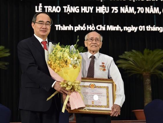 Bí thư Thành ủy TPHCM Nguyễn Thiện Nhân: Tạo dựng niềm tin của nhân dân ảnh 4