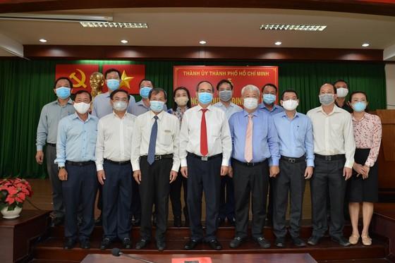 Bí thư Thành ủy TPHCM Nguyễn Thiện Nhân trao quyết định cán bộ tại quận 7 và Đảng ủy Khối ảnh 2