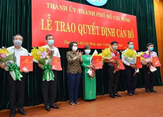Trao quyết định nhân sự Đảng bộ khối cơ sở Bộ Công thương tại TPHCM ảnh 3