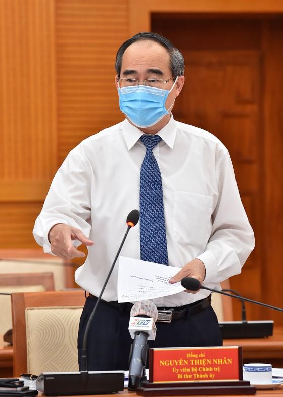 Bí thư Thành ủy TPHCM: Từng bước đưa sản xuất, sinh hoạt tại TPHCM trở lại bình thường ảnh 2