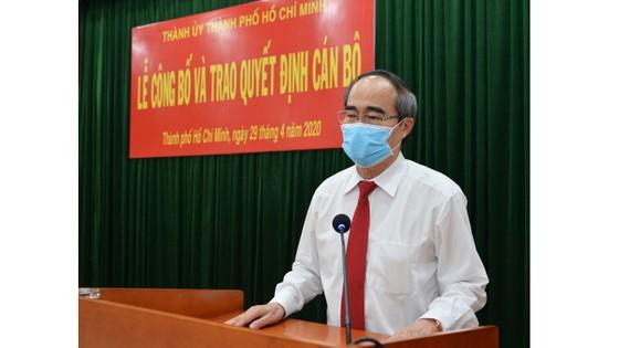 Bí thư Thành ủy TPHCM Nguyễn Thiện Nhân trao quyết định cán bộ tại quận 9 ảnh 1