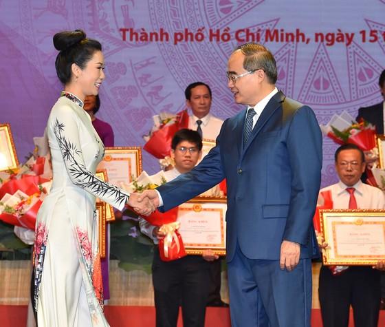 Bí thư Thành ủy TPHCM: Đoàn kết, sáng tạo, bản lĩnh xây dựng TPHCM xứng đáng là thành phố anh hùng ảnh 2