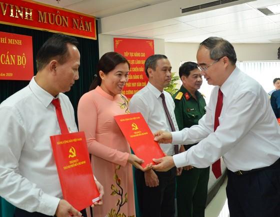 Ban Bí thư chỉ định 1 Ủy viên Ban Thường vụ và 5 Thành ủy viên tại TPHCM ảnh 3