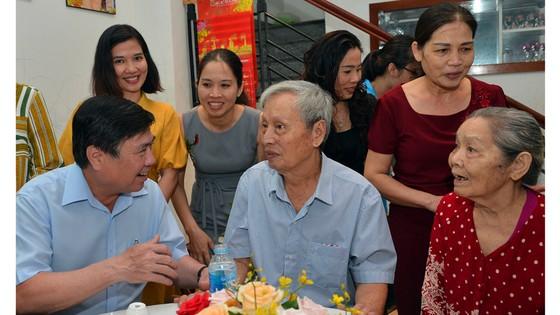 Đoàn lãnh đạo TPHCM thăm, chúc thọ các cụ 90 tuổi tiêu biểu tại quận 2 và quận 9 ảnh 2