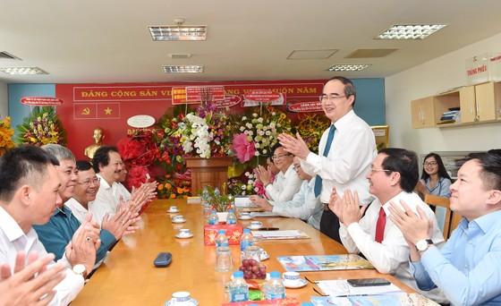 Bí thư Thành ủy TPHCM Nguyễn Thiện Nhân thăm, chúc mừng các cơ quan báo chí ảnh 1