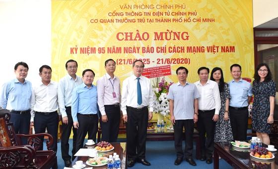 Bí thư Thành ủy TPHCM Nguyễn Thiện Nhân thăm, chúc mừng các cơ quan báo chí ảnh 3