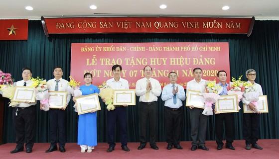 Trao tặng Huy hiệu Đảng cho đảng viên cao tuổi Đảng ảnh 3