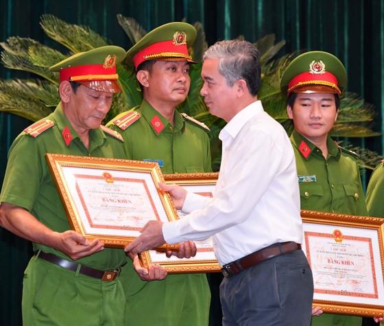Bí thư Thành ủy TPHCM Nguyễn Văn Nên: 'Khi nghe báo tin tội phạm, có mặt ngay không chần chừ' ảnh 4