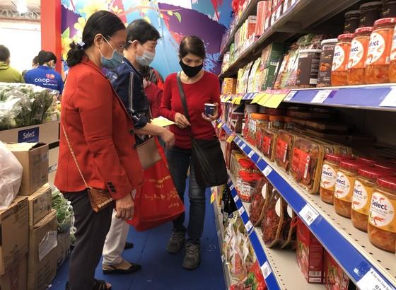 Tặng hơn 3.600 phiếu mua hàng tết cho gia đình chính sách, người nghèo ở quận 3 ảnh 4