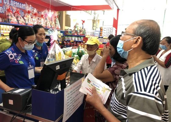 Tặng hơn 3.600 phiếu mua hàng tết cho gia đình chính sách, người nghèo ở quận 3 ảnh 6