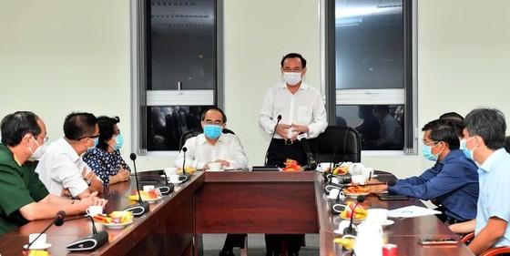 Bí thư Thành ủy TPHCM Nguyễn Văn Nên thăm, động viên đội ngũ phòng chống dịch Covid-19  ảnh 1