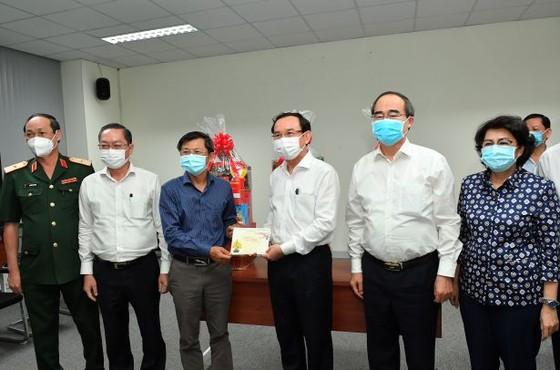 Bí thư Thành ủy TPHCM Nguyễn Văn Nên thăm, động viên đội ngũ phòng chống dịch Covid-19  ảnh 2
