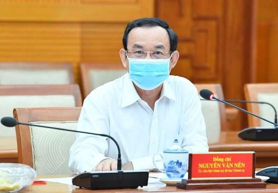 Ủy viên Bộ Chính trị, Bí thư Thành ủy TPHCM Nguyễn Văn Nên chủ trì cuộc họp. Ảnh: VIỆT DŨNG