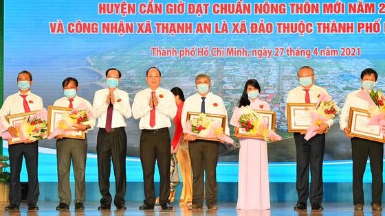 Chủ tịch UBND TPHCM Nguyễn Thành Phong: Tạo mọi thuận lợi để Cần Giờ hoàn thành nhiệm vụ ảnh 5