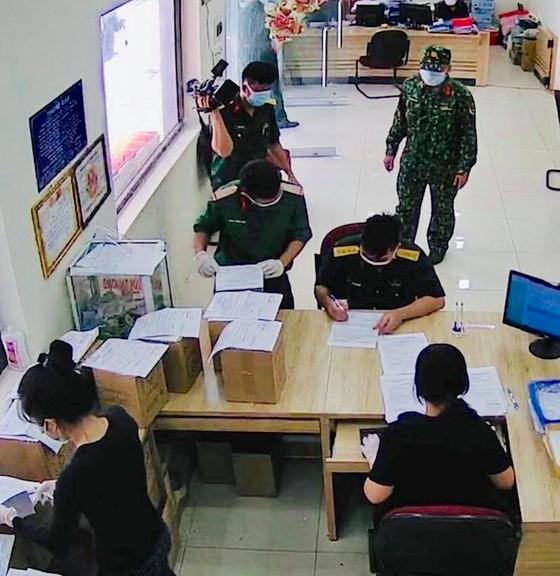 Bộ Tư lệnh TPHCM nhận, giao tro cốt cho người mất vì Covid-19 ảnh 1