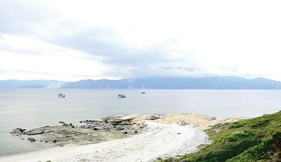 Không thể đưa chất nạo vét ở cảng biển Vĩnh Tân lên bờ ảnh 1