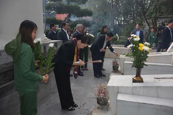 Chủ tịch Quốc hội Nguyễn Thị Kim Ngân thăm, tặng quà đối tượng chính sách tại Hà Tĩnh  ảnh 1