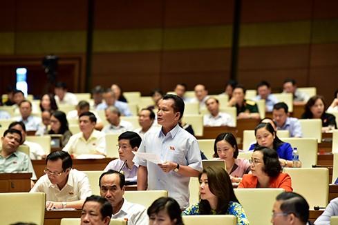 Phiên tòa xét xử bác sĩ Hoàng Công Lương làm nóng nghị trường  ảnh 1