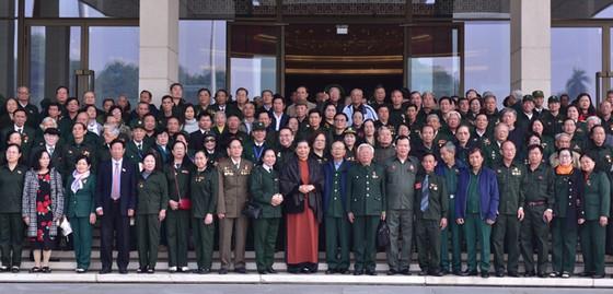 Phó Chủ tịch Thường trực Quốc hội Tòng Thị Phóng gặp mặt các đại biểu cựu thanh niên xung phong ảnh 4