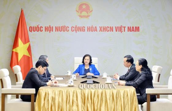 Chủ tịch Quốc hội Nguyễn Thị Kim Ngân điện đàm với Chủ tịch Quốc hội Lào Pany Yathotou  ảnh 1