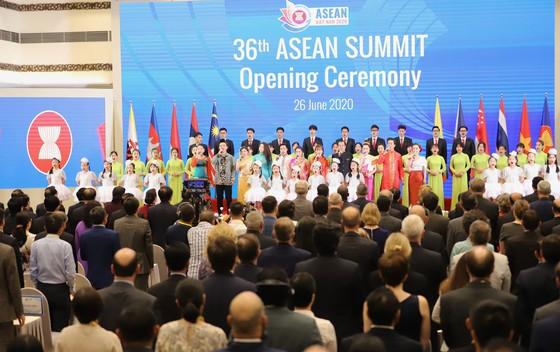 Bản lĩnh của Cộng đồng ASEAN được thể hiện rõ nét, gắn kết chặt chẽ các thành viên ảnh 1