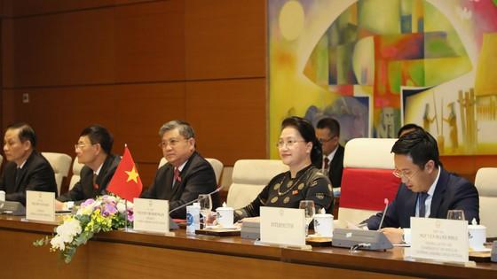 Chủ tịch Quốc hội Nguyễn Thị Kim Ngân đón và hội đàm với Chủ tịch Quốc hội Hàn Quốc Park Byeong-Seug ảnh 2