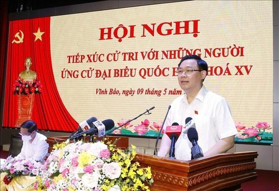 Chủ tịch Quốc hội Vương Đình Huệ tiếp xúc cử tri, vận động bầu cử tại Hải Phòng ảnh 1