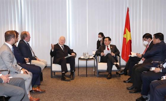Chủ tịch Quốc hội Vương Đình Huệ đề nghị nhà đầu tư sớm khởi động lại các dự án tại Việt Nam ảnh 2
