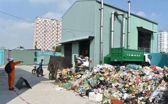 Di dời điểm trung chuyển rác gây ô nhiễm môi trường Sở Gà ảnh 1