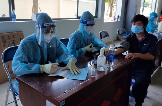 Sớm triển khai tiêm vaccine cho các doanh nghiệp hoạt động '3 tại chỗ' ảnh 2