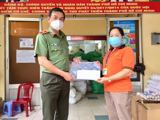 Lãnh đạo TPHCM thăm, động viên các 'pháo đài' chống dịch ảnh 4