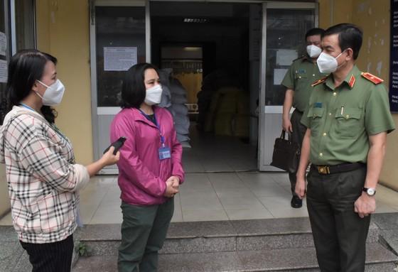 Lãnh đạo TPHCM thăm, động viên các 'pháo đài' chống dịch ảnh 6