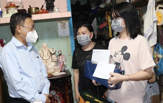 Lãnh đạo TPHCM thăm trẻ em mồ côi có cha, mẹ mất vì Covid-19 ảnh 5